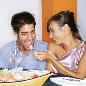 AJKHDC Couple sharing sushi